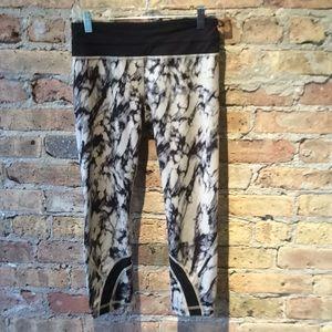 Lululemon black & gray crop legging size 6, 56683